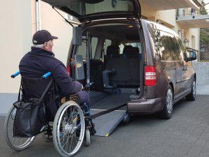 Rollstuhl begehbares Taxi Biel