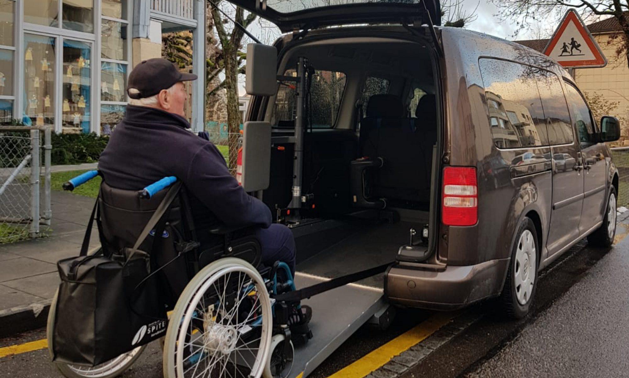 Behinderten- Rollstuhl Taxi - Fahrdienst